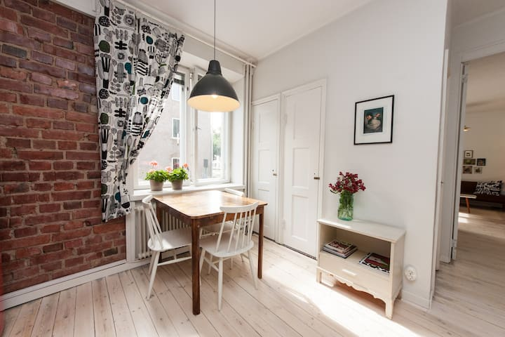 Unique home in atmospheric Vallila - 赫爾辛基 - 公寓