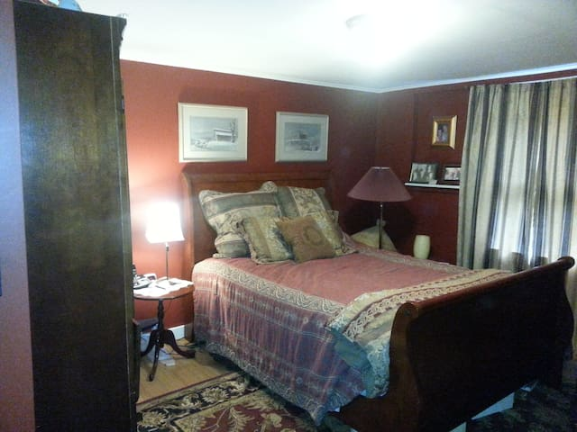 Large guest master suite