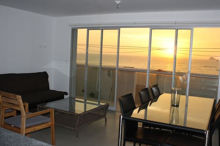 Surfers' favorite 4BD, parking, great ocean views - Punta Hermosa - Lakás