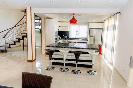 Luxueux Duplex 300m2 avec cuisine équipée