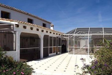 Cortijo Colina a Spanish Rural Retreat - Vélez-Rubio
