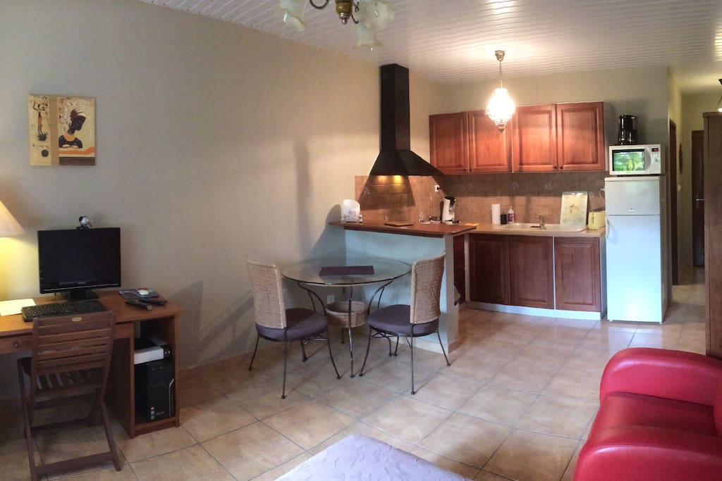studio meubl kourou a appartements louer kourou cayenne guyane fran aise. Black Bedroom Furniture Sets. Home Design Ideas