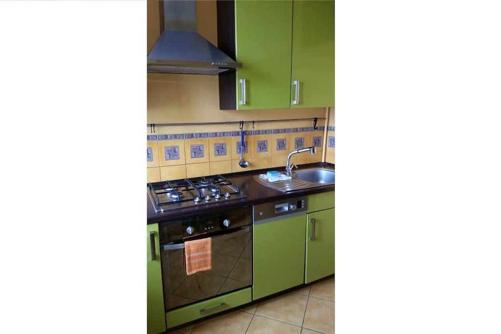 KITCHEN: well equipped - washing machine, dishwasher, oven
