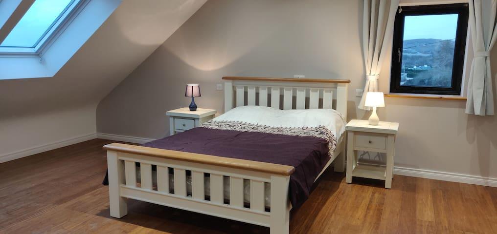 Upstairs ensuite bedroom with walk in wardrobe