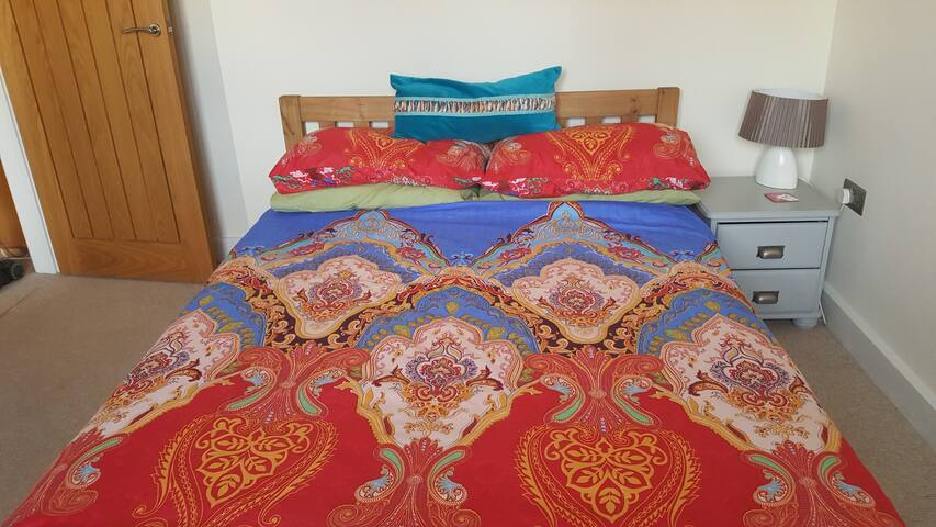 Budleigh room/private ensuite for couples/singles