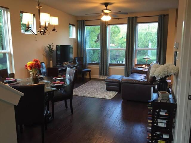 Modern Condo 2 miles from Downtown - Austin - Condominio