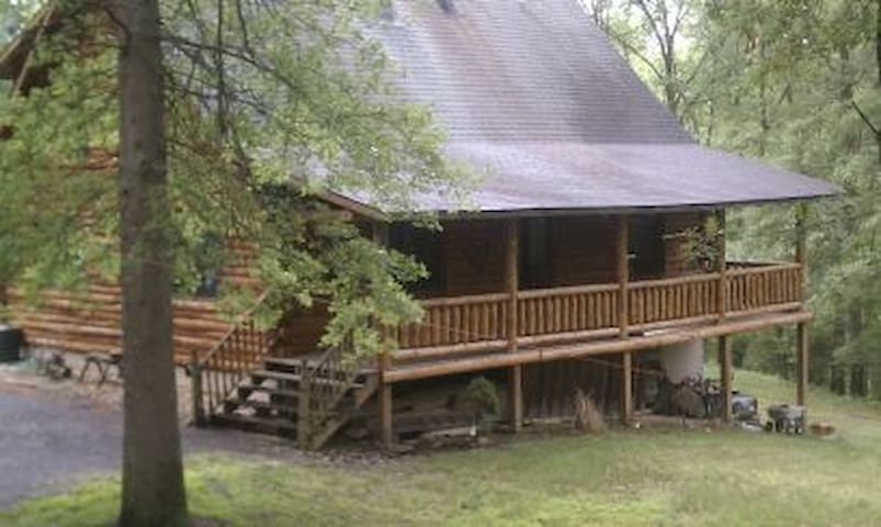 Private river front log cabin 25 ac - Westtown - Cabaña