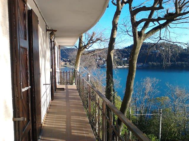Balcone con vista grande Laveno - Laveno Mombello - Casa
