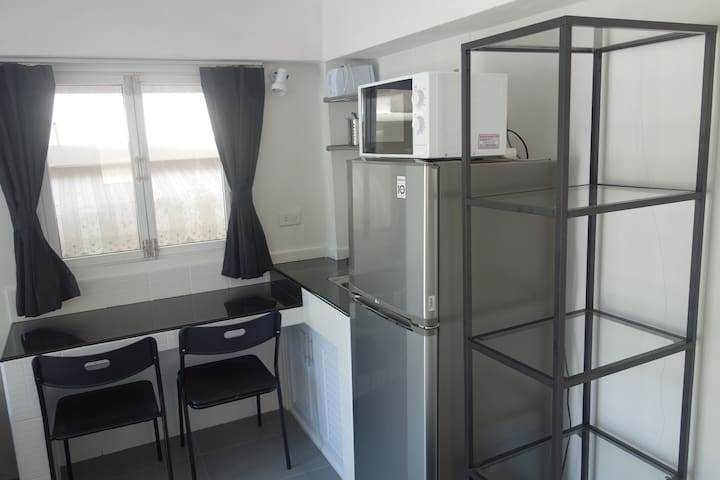 Small apartment 20m to the beach, good Internet