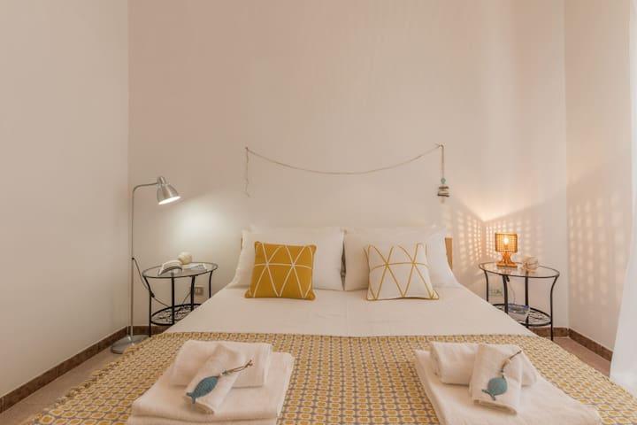 Casa Gaia DX | apartment, balcony, free wifi, a/c