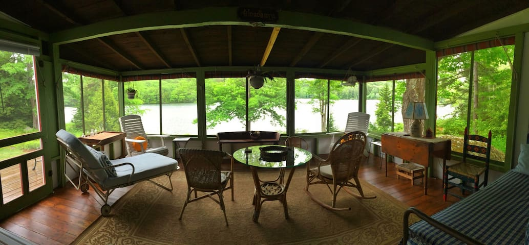Private Lakefront Cottage w/ Boats - Hillsboro - Hytte