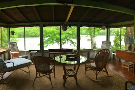 Private Lakefront Cottage w/ Boats - Hillsboro