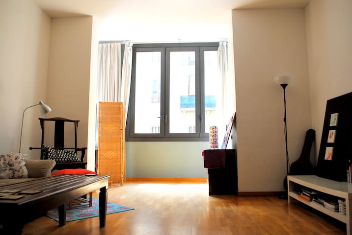 Air-conditioned Sunny central suite by the Ramblas