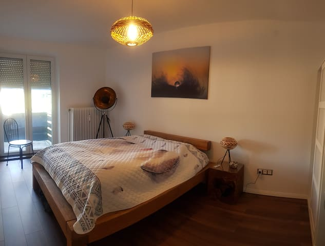 großes Schlafzimmer (SZ1) m.Doppelbett