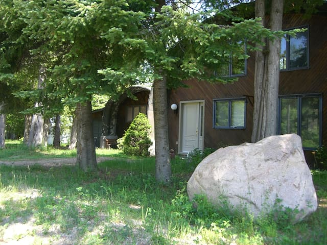 Private waterfront home on McGregor Lake - Val-des-Monts - Srub
