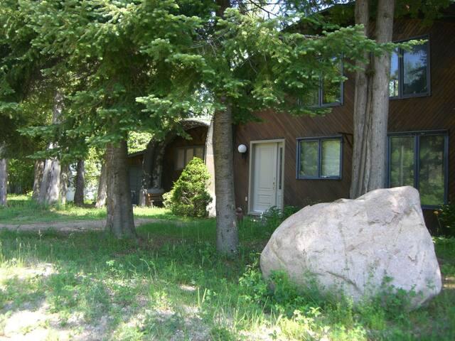 Private waterfront home on McGregor Lake - Val-des-Monts - Hytte