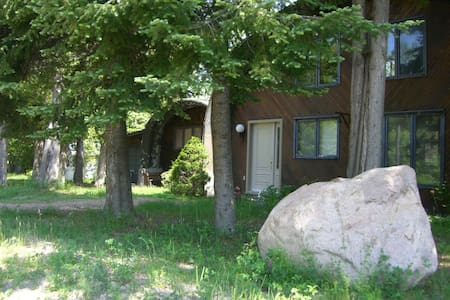 Private waterfront home on McGregor Lake - Val-des-Monts