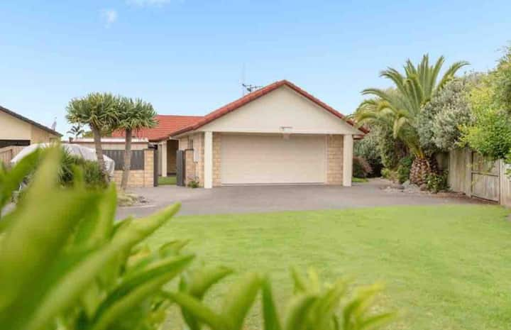 Papamoa Beach - entire guest suite near the beach!