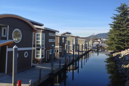 Beautiful waterfront floating home - North Vancouver - Casa