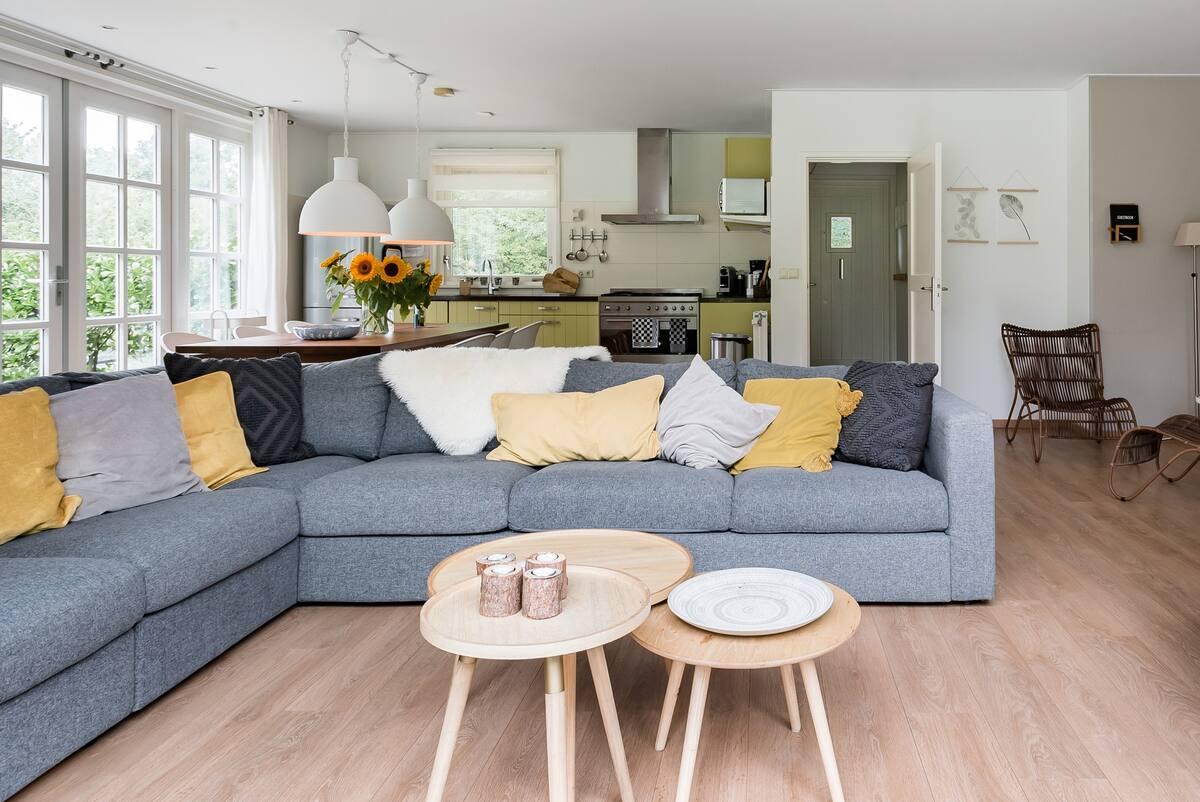 Sfeervol vrijstaand huis met grote tuin vlak aan zee op Schouwen-Duiveland.