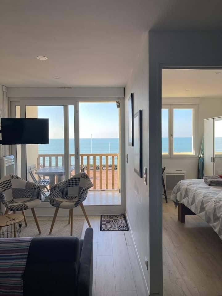 T2 en front de mer avec terrasse