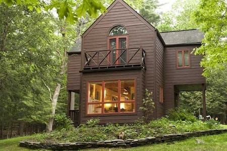 Cozy Woodstock cottage