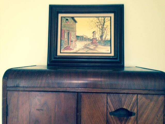 The adorable Art Deco dresser.  No clutter...calming