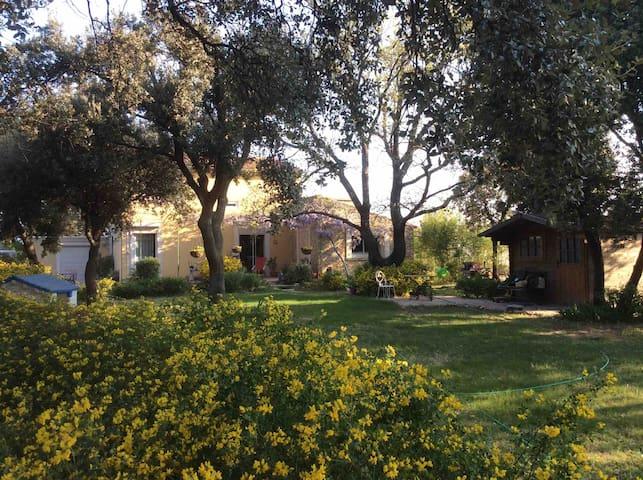 Charmant Logement climatisé grand jardin terrasse