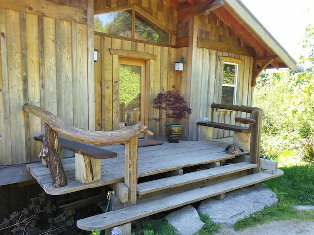 Cozy Roberts Creek Guest House - Roberts Creek - House