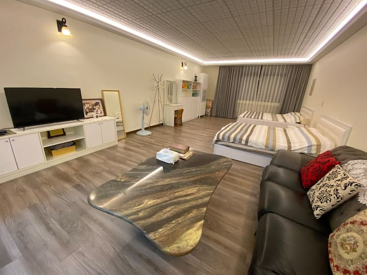 ▶ Taichung Spacious and Cozy Family Room Elevator