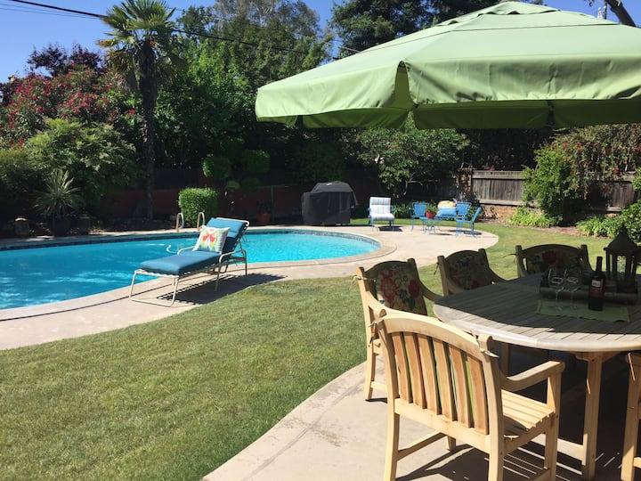 Garden Retreat in Fresno's most loved neighborhood