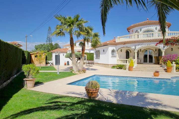 Luxury Villa,  large private garden - Miami Platja - Villa