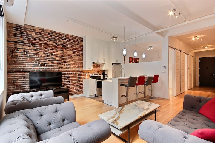 Best Old Montreal Location, Spacious and Modern