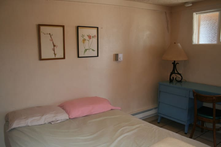 Private Rm w/ Half Bath [E] Santa Fe Int'l Hostel