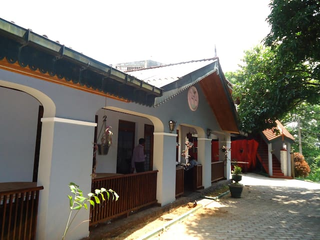Mahagrdara Holiday Home - Kandy - Bed & Breakfast