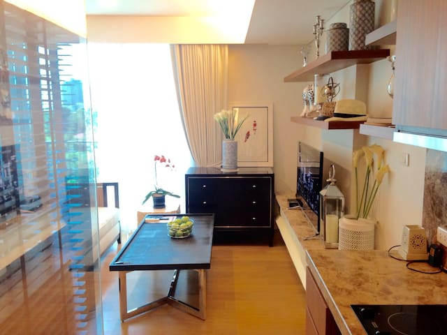 Quiet,Cosy 1BR New Luxury Condo