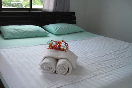 standard room with kingside bed - Ko Samui