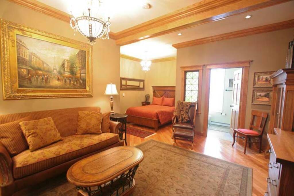 General suite Victorian Mansion