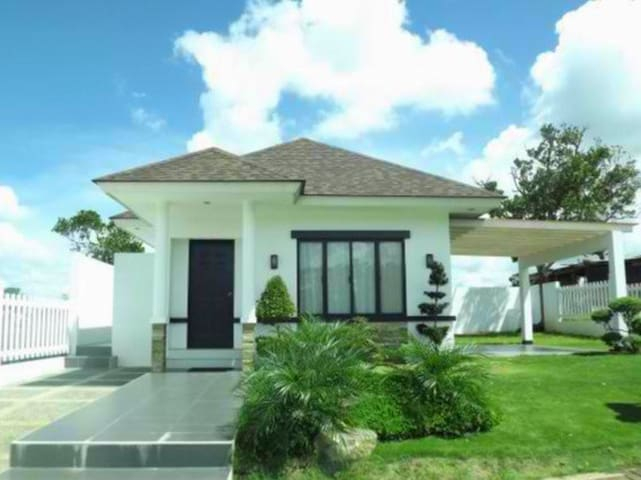 Bed and Breakfast in your Own Villa - Tagaytay - Bed & Breakfast