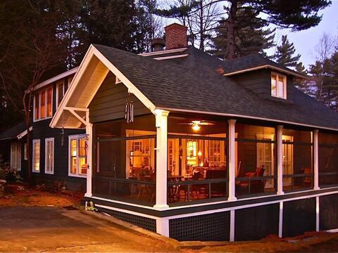 Spacious Adirondack Lakefront House on Star Lake