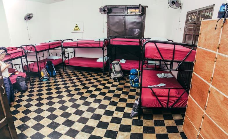Dormitorio compartido en hermosa casa colonial