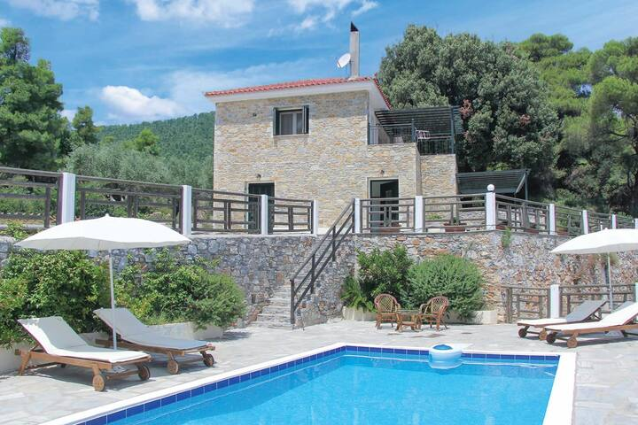 Villa Pirgos Epavlis in the very heart of Skopelos