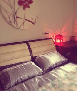 優雅,舒適的雙人大床,空間感絕佳!小家庭背包客,素人旅遊環島社團歡迎