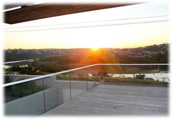 River View & walking distance to the beach - East London - Huis