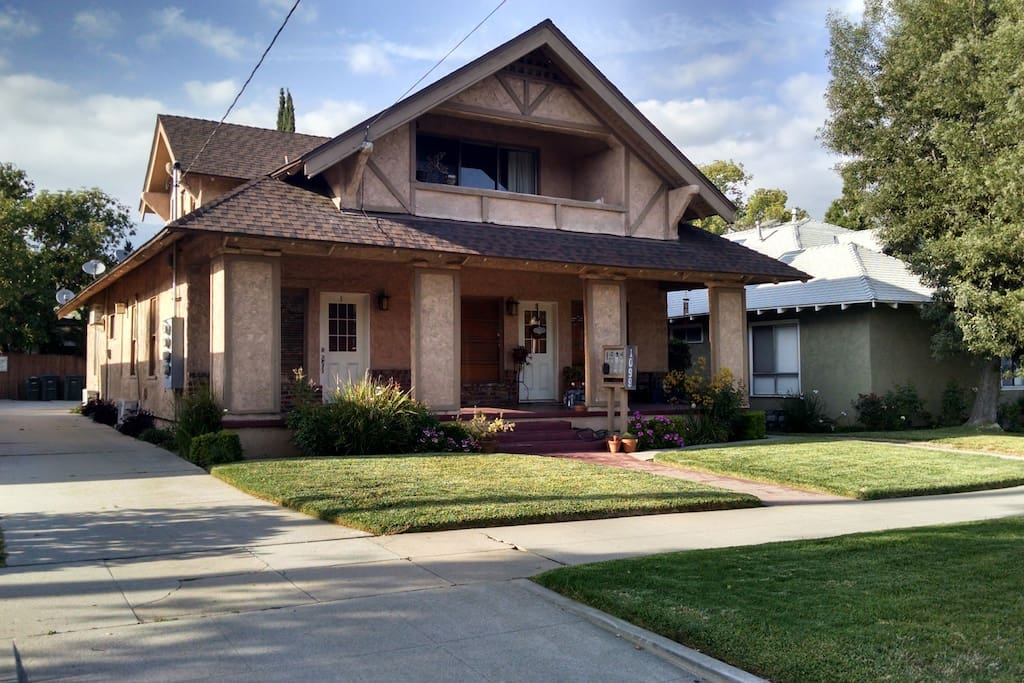 Craftsman home apartment 3 apartments for rent in for Pasadena craftsman homes