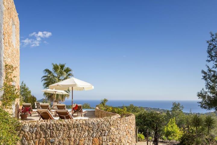 Panoramic Sea view Villa with infinity edge pool