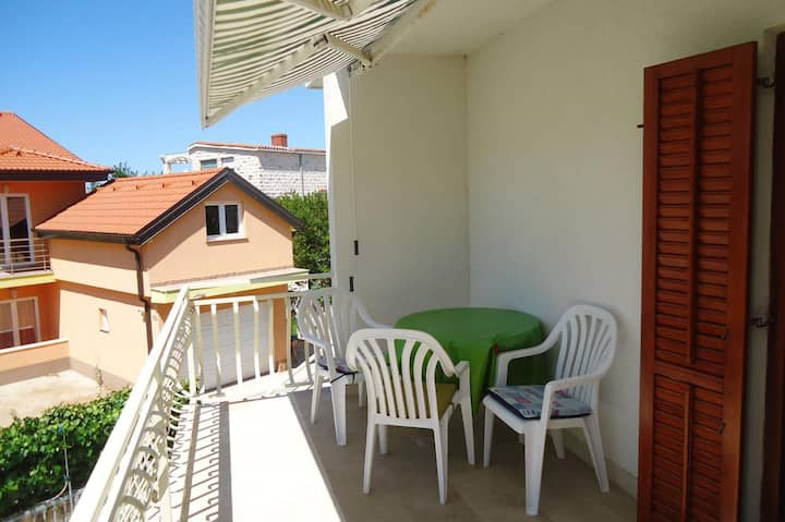 Two bedroom apartment with balcony Rogoznica (A-4244-b)