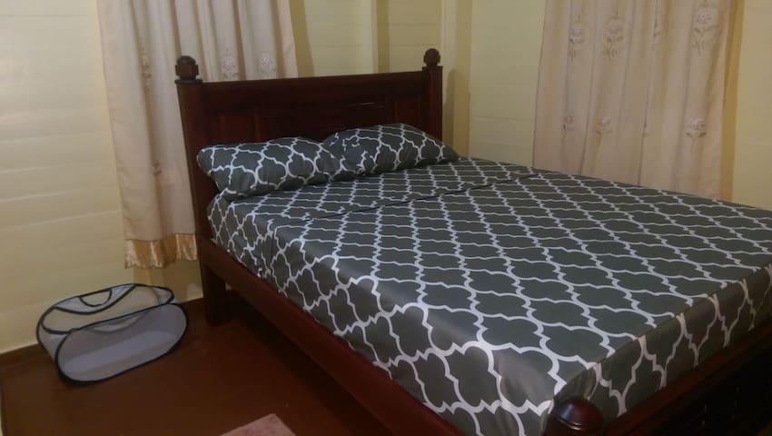 AC bedroom 1 Queen size custom bed