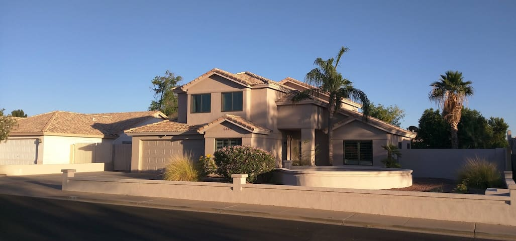 NE Mesa 6 bedroom 4 bath Home with Heated Pool