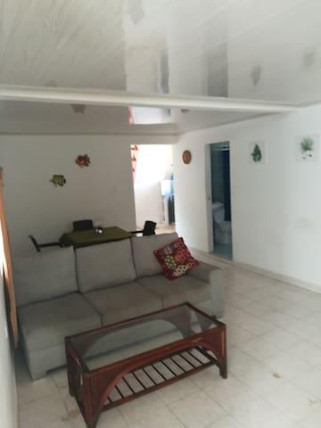 apartamento de 2 habitaciones zona sarie bay